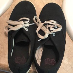 Girls size 3 black Ked looking tennis shoes